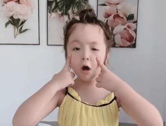 Con gái Elly Trần biểu cảm đáng yêu khi hát 'Roar' của Katy Perry
