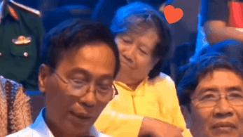 Biểu cảm hài hước thầy cố vấn tại chung kết Olympia