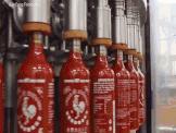 Tuong ot Sriracha noi tieng khap nuoc My duoc lam nhu the nao? hinh anh
