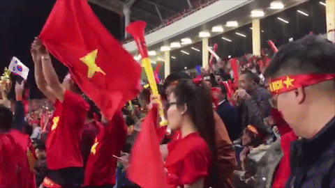 Co dong vien Viet Nam phu do khan dai san My Dinh hinh anh