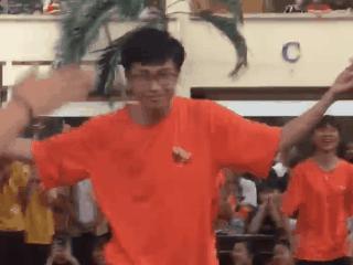 Thầy giáo Sài Gòn 'quẩy' nhiệt tình cùng học sinh trong cuộc thi nhảy