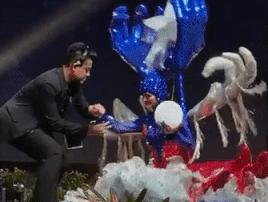 Thí sinh Puerto Rico ngã sụp trên sân khấu khi diễn trang phục dân tộc