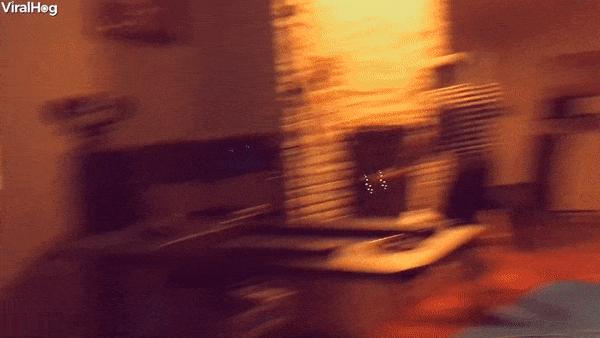 Hoang hot dap dau vao tuong vi rut nham luu dan trong game VR hinh anh
