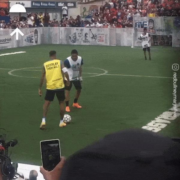 Voi Neymar, gap bong qua dau doi thu la viec de 'nhu an com' hinh anh