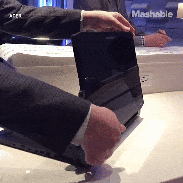 Laptop gaming man hinh xoay gia gan 4.000 USD hinh anh