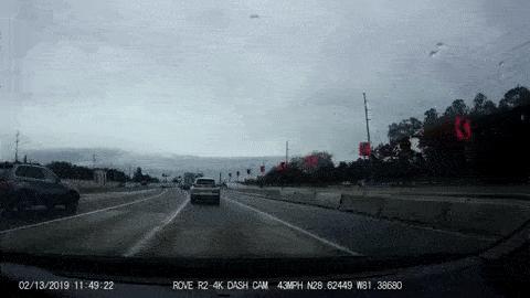 BMW X5 loạng choạng như say rượu trên cao tốc