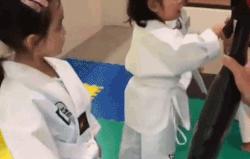 Con gái 4 tuổi của 'mỹ nhân đẹp nhất Philippines' tập võ gây chú ý